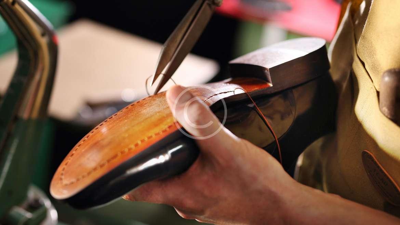 Эффективный ремонт обуви и ботинок